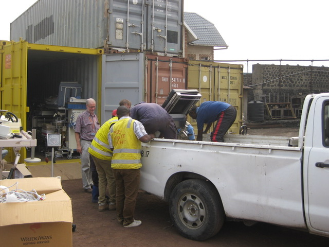photo-1-unloading-operating-table-from-dhl-to-ha-ute